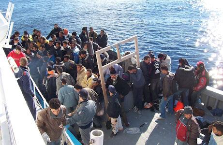 'Situatie onhoudbaar'; Ieder uur arriveert er een boot vol migranten in Italië